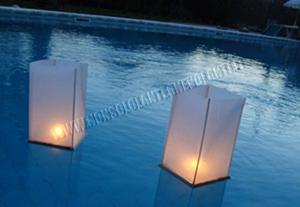 Lanterne galleggianti di legno for Candele per piscina