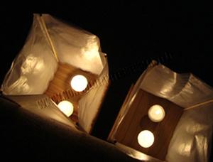 Lanterna Galleggiante Cassettine di Legno Box e fiore di Loto e Ninfea
